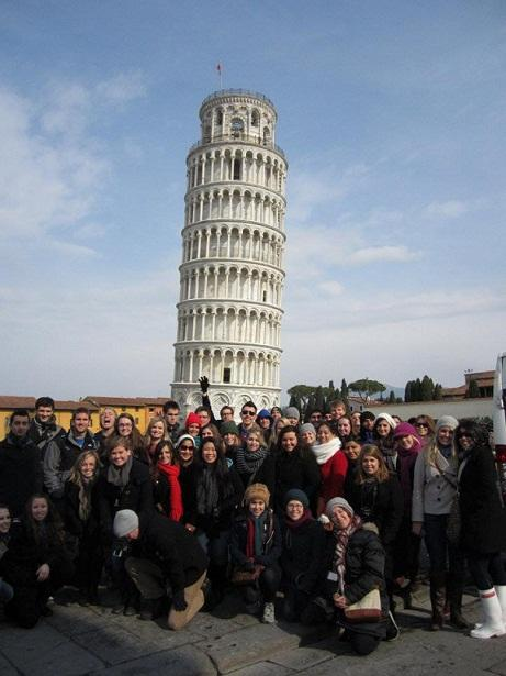 JCU students in front of the Leaning Tower of Pisa