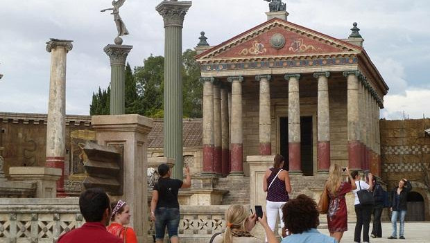 JCU Takes Students to World Famous Cinecittà Studios