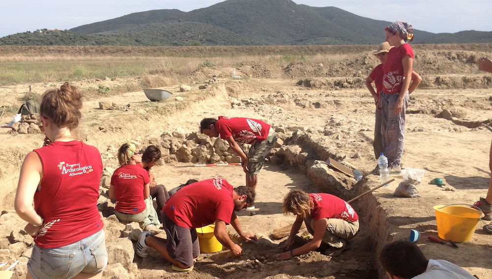 JCU Visits Alberese Archaeological Field School in Tuscany