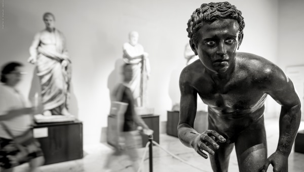 Museum Visitors as Works of Art: Professor Paolo Soriani's New Photo Project
