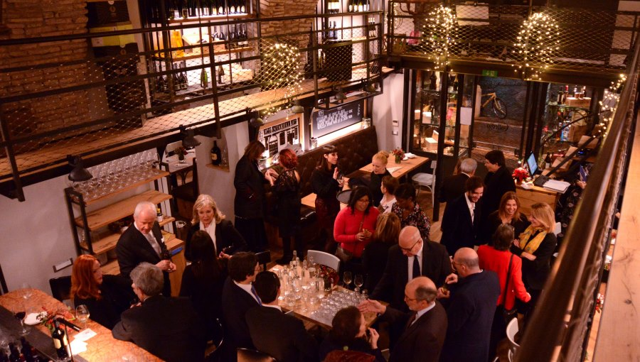 JCU Alumni and Friends Host Rome Holiday Event