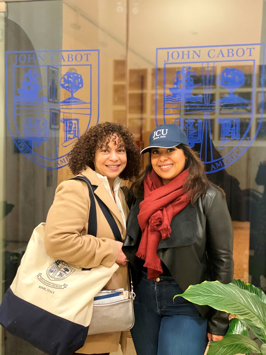 A new student and her mom at Spring 2020 Orientation