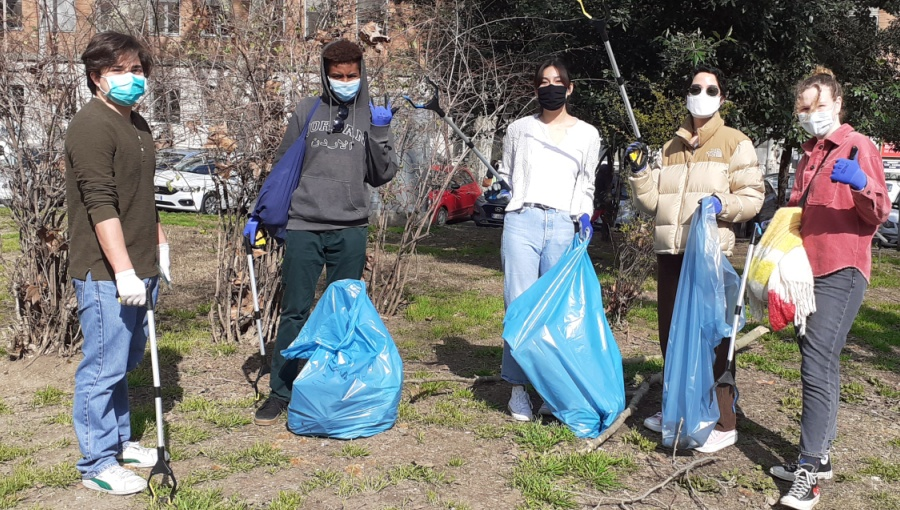 JCU Community Service Office Organizes Environmental Cleanups in Trastevere